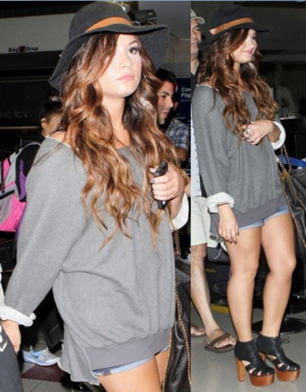 LOOK DE DEMI LOVATO : EN SHORT JEAN ET PULL GRIS, À L' AÉROPORT LAX, LOS ANGELES