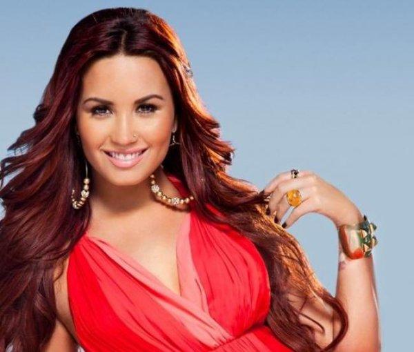Demi Lovato : Elle rayonne sur les photos de son shooting pour Acuvue