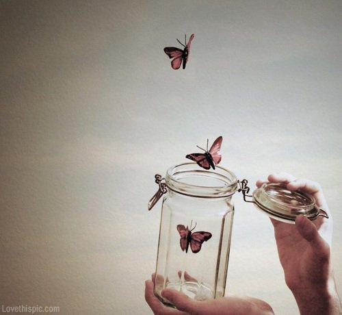 Quoiqu'il arrive, il y aura toujours une lumière qui sera présente dans tes pires moments pour alléger tes souffrances.