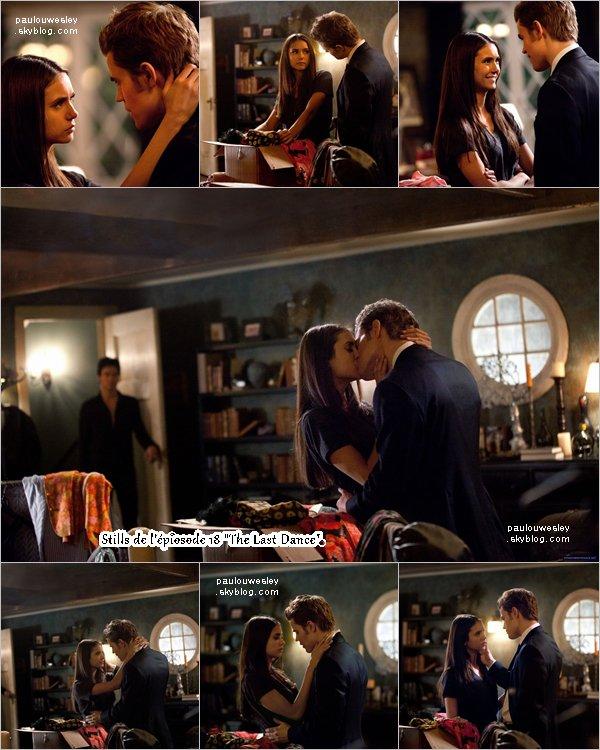 """. Découvre le synopsis et les stills de l'épiosode 18 de la saison 2 de """"The Vampire Diaries"""".   . Alors que le lycée se prépare à lancer la « Dance de la décennie des années 60 », Elena commence à recevoir des messages inquiétants de Klaus via une source inhabituelle. Bonnie tente de rassurer Jeremy sur le fait qu'elle est assez forte pour protéger Elena mais, inquiet, Jeremy demande l'avis de Stefan. Caroline demande à Matt de l'emmener à la fête. S'attendant à ce que Kaus se montre à la soirée, Damon et Alaric y assistent en tant que spectateurs mais Klaus joue à un jeu dangereux qui les laisse sur leurs gardes. Enfin, Damon arrive avec un nouveau plan d'action qui choque et bouleverse tout le monde. ____par le site oh-nina.org ."""