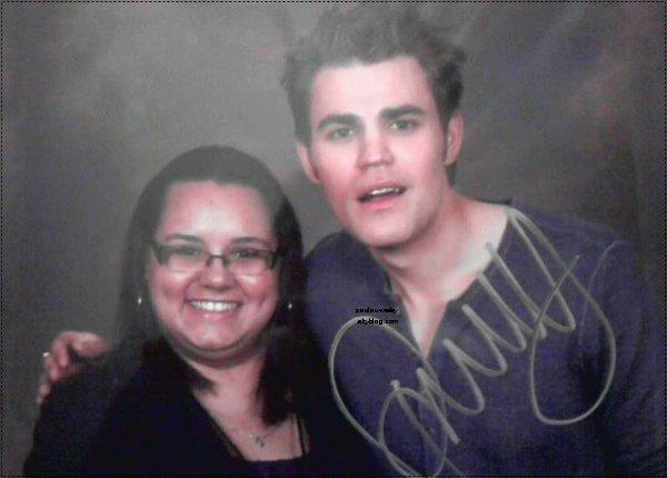 .  Voici quelques photos de Paul avec des fans prises à la EyeCon Convention. .
