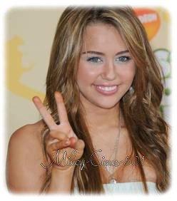 Miley Cyrus se fait inviter au bal des Marines
