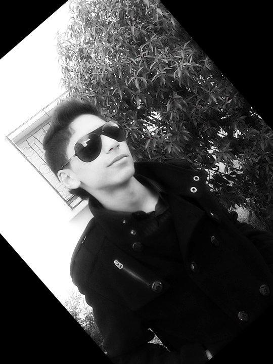 """[[ Lùùùt __ B ii Σ N V ' N U   S U Я __M Ø N __ S K à y ' ]]   :)  :) ( XD ²)  :) :)   Bonjours eT SluT a Tous , Bienvenu Dans Mon Blog , je m'appelle aLaEe Tout le Monde m'appelle Sh""""areuf , j'ai 16 ans j'étude au Lycée Omar Modérne j'aime Trop : Allah , Mes Ami(e)s , Ma Famille , chat , la Ssale """" kiiick : Voyager ....etc , j'adore TrØp Nager Mais surtout la viie , j' habite a Oùùùjda XD² , j'adØre Le foot  . je souhaite Ke vous aiMeriez mOn blOg , bah !! bOnne visite et noubliez PoØ de Lashez vOs comm'zZ  (( ^__O))  AttenTinOn  : j'Accepte Pas Lés ShiiFre"""