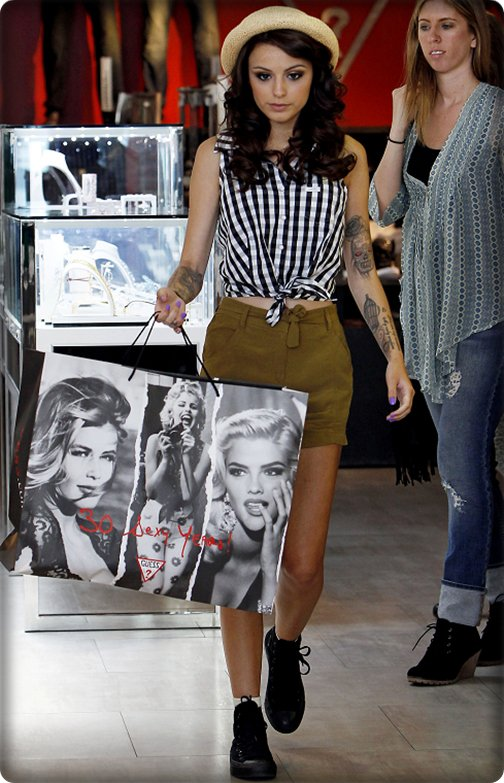 Cher faisant du shopping dans le magasin Guess !