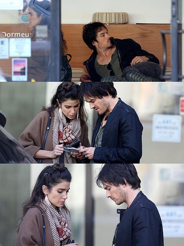 .  05.04.2017 |  Nikki et Ian ont été vu dans un magasin de literie à Santa Monica. Toujours ensemble, les amoureux ont été aperçu dans les rues de Santa Monica afin de se rendre dans un magasin pour choisir un matelas. La tenue de Nikki n'est pas des plus sympathiques je trouve, elle est plutôt genre sac à patates. Même sa coiffure n'est pas des plus jolis, qu'en pensez-vous ? :) .