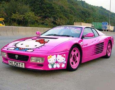 la superbe voiture HELLO KITTY !!!!!