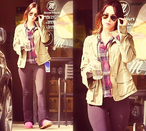 """12/03/2012 : Megan était seule à L.A + Nouvelles vidéos pour la marque Starbar (Suède). 16/03/2012 : Megan & Zoe Saldana joueront ensemble dans le film """"Swindle""""."""
