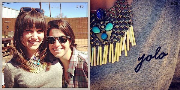 11/03 : Sophia a posté cette belle photo d'elle et d'une amie via instagram. Cette dernière a également publié une photo du collier et du pull de Sophia.