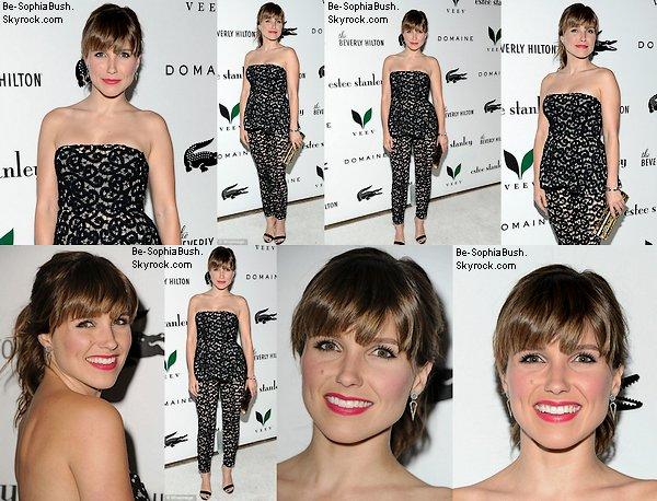 """DIVERS : 19/05 : Voici deux nouvelles photos de Sophia, très jolie dans sa petite robe. Elle participe à la remise de diplôme de la s½ur de Dan Fredinburg. Le """"couple"""" est très mignon ! Que penses-tu de sa tenue ?"""