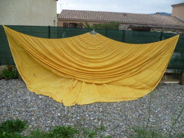 Toile de parachute Américaine pour largage de metériel medicale.