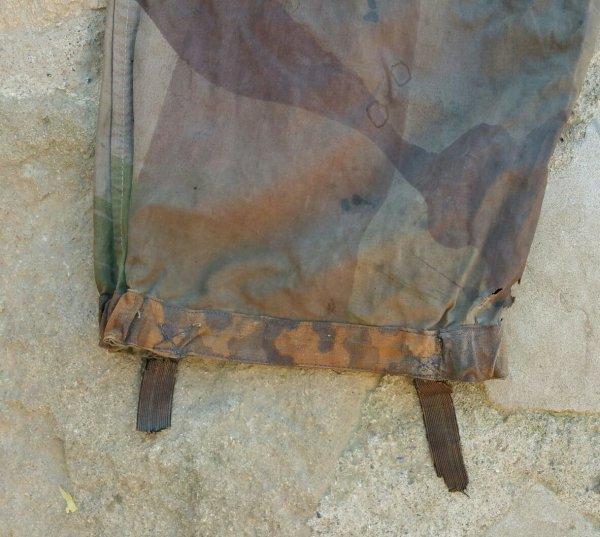 Pantalon peau de saucisson GB, des  réparations ont été faite avec de la toile SS pantalon utilisé en Indochine et une boîte de cigarette.