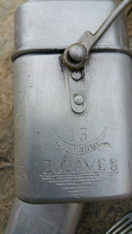 Tabouret Allemand WW2, douille de 155 mm et une gamelle du 13ème Zouaves de 1937. ( sortie de vide grenier )