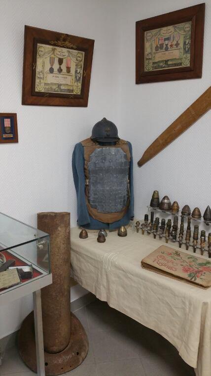 Inauguration de la maison du combattant sur Beziers en présence de Mr Robert Menard  ( c'est ma collection. )