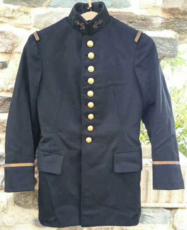 Tenue mle 31 d'un adjudant chef des troupes de marine .  ( sortie de vide grenier )