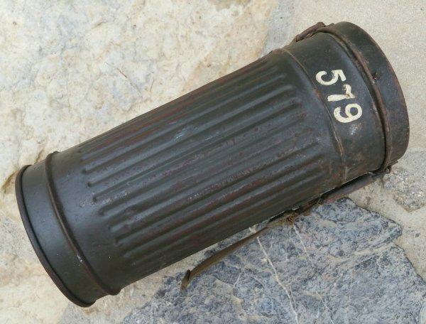 Boîte masque à gaz Allemand WW2  ( sortie des poubelles )