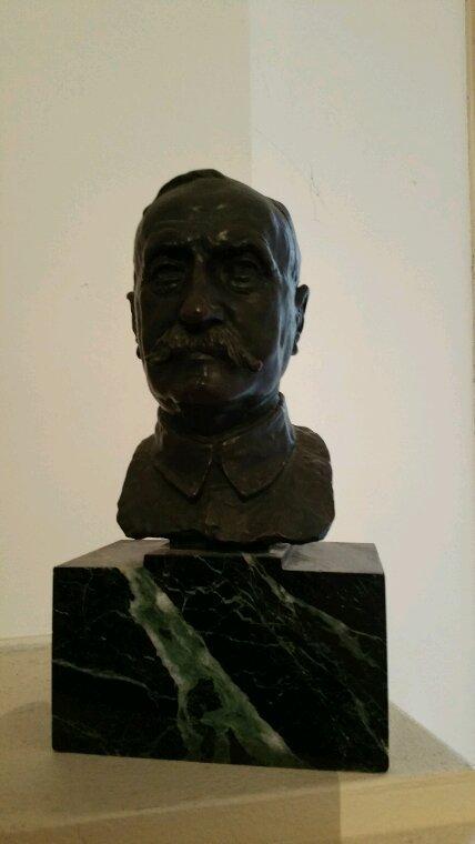 Un bronze : Maréchal Ferdinand FOCH.