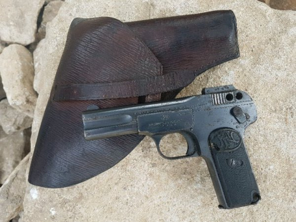 Pistolet FN Browning 1900 (Don d'une personne  )