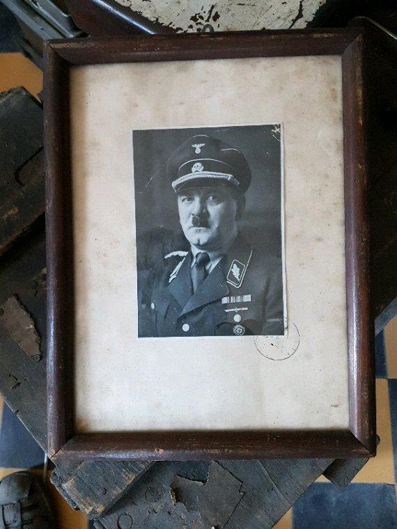 Cadre d'un officier SS ( Don d'un ami ).