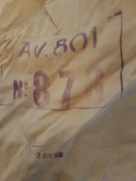 Parachute Français de pilote ou observateur 801 daté 1936 + écouteur de pilote.