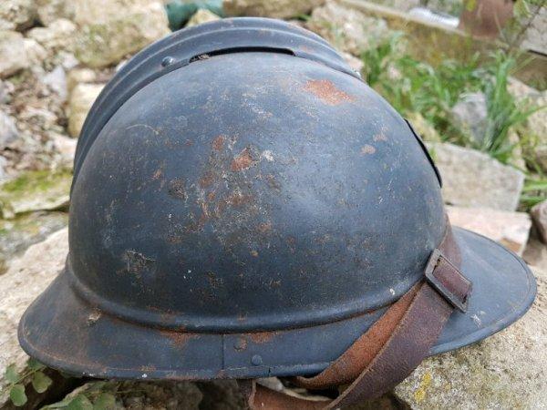 Récupération toute fraîche,  casque officier aluminium et casque de zouave avec un intérieur non réglementaires et pourtant récupéré en déchetterie.