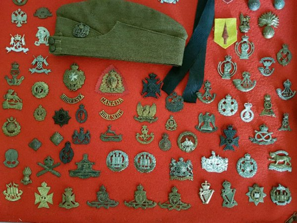 Mes Cap Badge GB,  Irlandais, Écossais et Canadiens WW1 et WW2 .