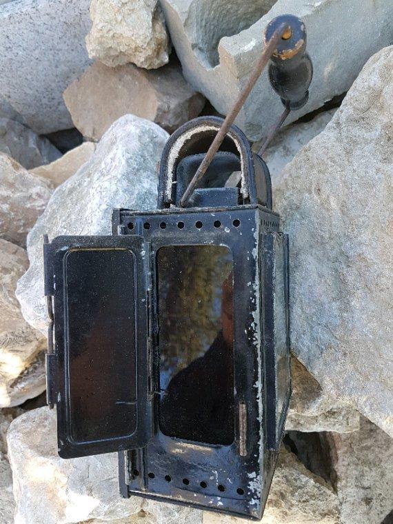 Petite récup : plaque de moto ( Original ou pas ?) Sacoche et une lampe Allemande WW2.  #WW2 #militaria