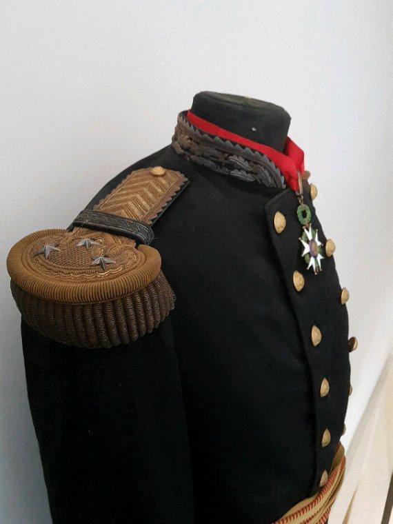 Épaulettes et ceinture de général de division WW1.  Une fois monté sur ma tenue sa à une autre gueule.