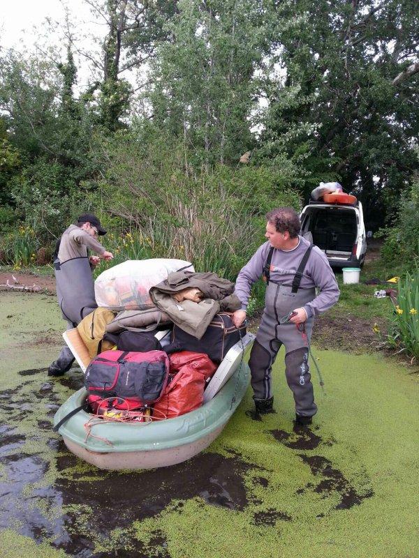 Expédition dans une petite rivière du vaucluse
