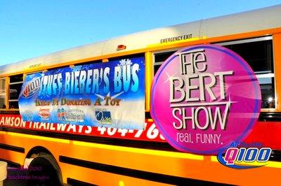 Apres les poupées Bieber, le vernis, les pyjamas... Maintenant c'est le Bieber's Bus.