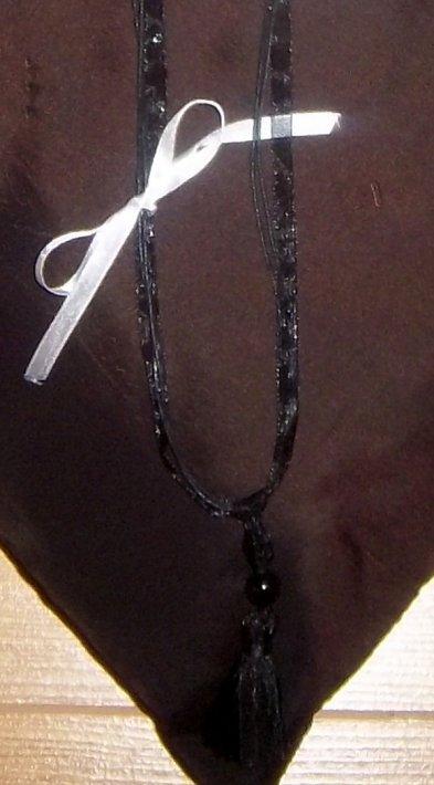 collier noir chic
