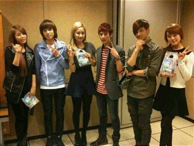 Teen Top prend la pose avec les Wonder Girls