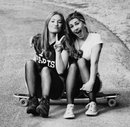 Une meilleure amie , c'est une soeur que la vie a oublié de nous donner.