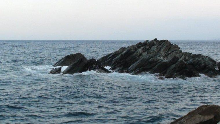 """Je m'imaginer la mer danser sur la sixième symphonie de """"l'orage et le tonnerre"""" de Beethoven."""