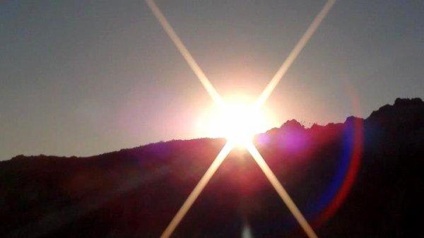 Non, le soleil ne meurt pas, il mets de la richesse, là où il n'y en a pas...
