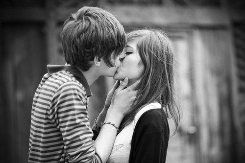 [« Il y a longtemps que je t'aime. » [     « Oui je sais ce que c'est d'avoir la sensation de ne pas exister jusqu'à ce qu'il te regarde. » [
