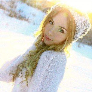 """Salut Les Filles! :) Je Vous souhaite la Bienvenue sur mon Blog de Beauté, Mode, Citation, ... Et DIRECTIONER FOREVER <3 et Zayn Malik c'est mon Boyfriend """"Héhéhé"""" :)"""