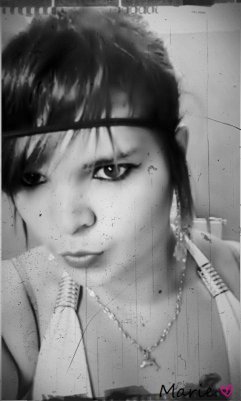 """Même si Je vՁis avoir Besoin de pleurer par Amour, même si Je vՁis devoir peindre ma Douleur Je resterais Debout Grow'! &eii' OuՁii on m'as toujours Ձppriis à me BՁttre &&' Non me Laiisser AbՁttre.. MՁiintenant J'vՁiis faiire comme les 'Bougs' du Genre """"Sii Je te dis Je t'Ձime c'est que t'es trop Bon &&' Si tu me crois c'est que t'es trop Con!"""".. Puiis pour les BՁveux &&' BՁveuses, Suceurs &&' Suceuses Quii parle dans mon Dos, ils ont cՁs s'Ձdresser à mon CuL (Aa'"""