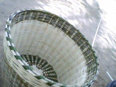 Les branches de palmier découper pour faire du panier !!
