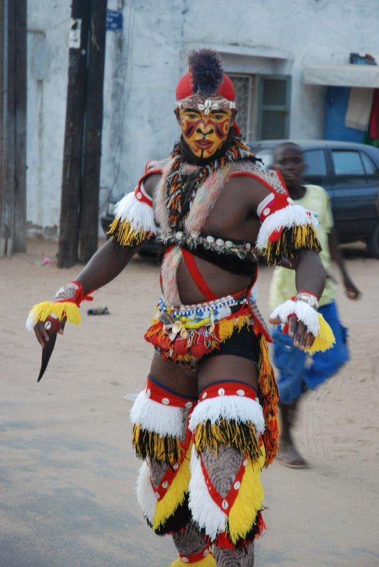 LES FAUX LION AU SENEGAL cest tres original avec leur danse tout le monde vienent assister au rythme du TAM TAM