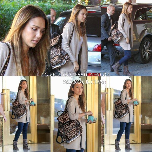 Jessica a été vu quittant le Sunset Tower Hôtel après le petit déjeuner à West Hollywood sur 14 Janvier .