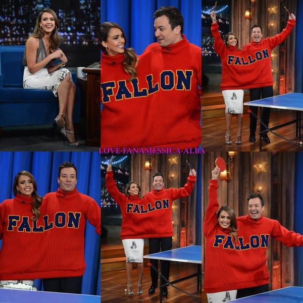 Jess est apparu sur Late Night with Jimmy Fallon hier à promouvoir butin de Babylone . Elle a parlé Honest Company, fête d'anniversaire de son entreprise  et plus.