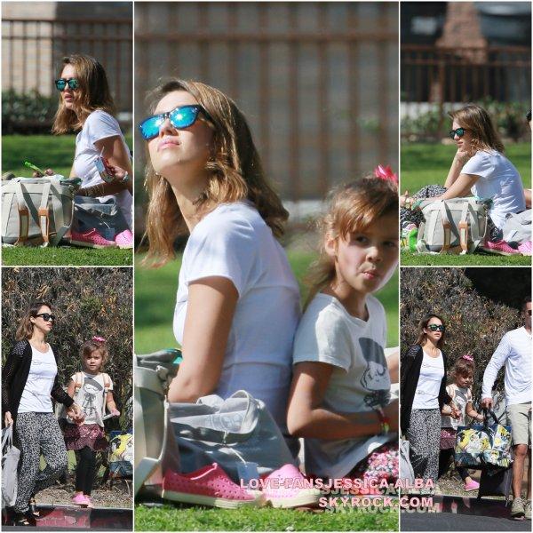 Jessica et Cash ont été repérés prendre leurs filles pour le déjeuner sur 16 Février .