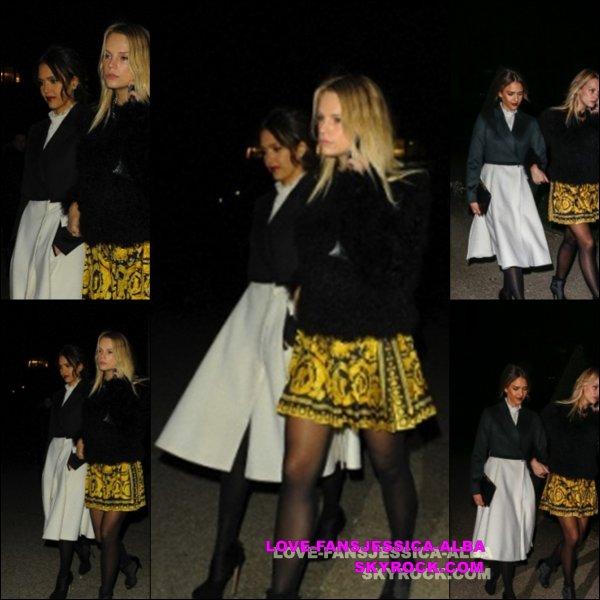 Jessica a été repéré arrivant à l'aéroport de LAX hier ( 25 Février ) pour attraper un vol à destination de la France pour la Fashion Week de Paris .