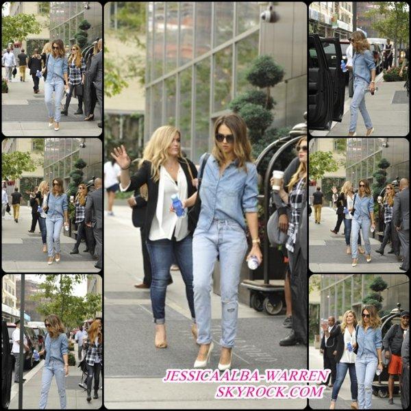 JESSICA ALBA à été vu quittant un   l'hôtel  À New York