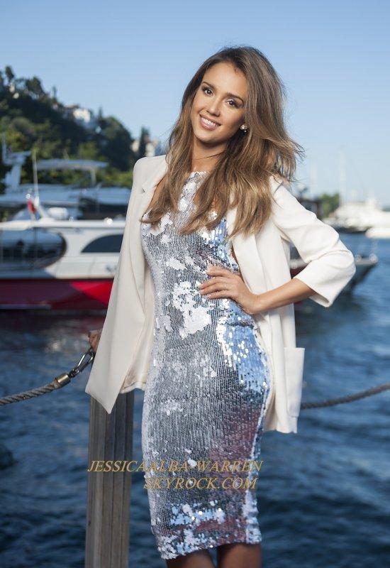 Jessica a posé pour HELLO Magazine quand elle était en visite en Turquie.