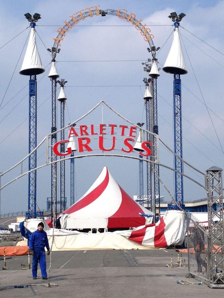 Arlette Gruss > Le montage à Boulogne
