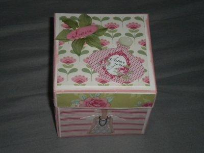 voici une autre boîte que j'ai  faite de tilda  le wee-kend du 06/05/2011 au 08/05/2011