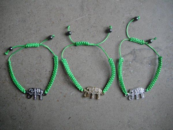 trois nouveaux bracelets élèphant.