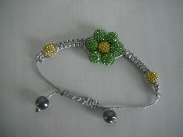 un nouveau bracelet pour moi celui si et vert lol.