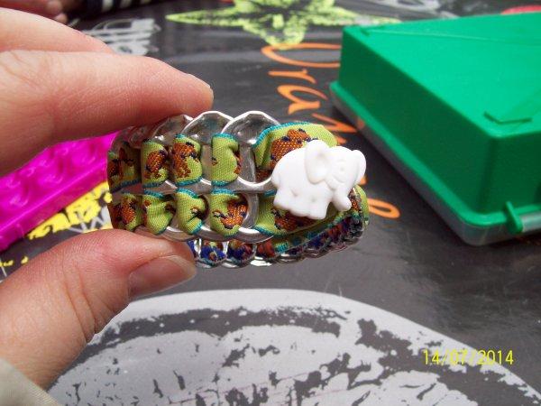 je me suis fait un bracelet à capsule.